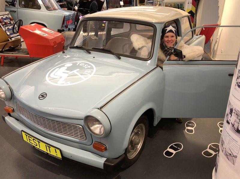 Im Trabi-Museum erfahren Besucher nicht nur alles über den Werdegang des Kultautos, sondern können auch direkt Probe sitzen.