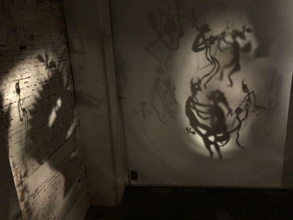 """Christian Boltsanski widmet sich dem Thema Leben und Sterben mit seinem """"Totentanz"""" auf eine ganz eigene Art."""