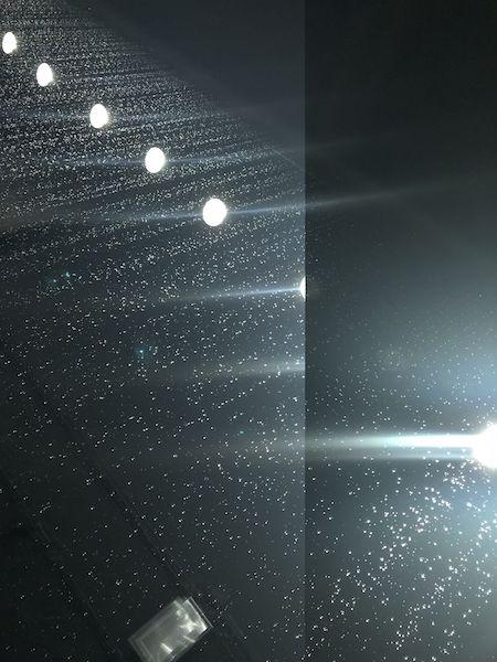 Eine Performance aus Licht und Tropfen: Alle Viertelstunde geben die Museumsguides dieses Werk von Olafur Eliasson frei.