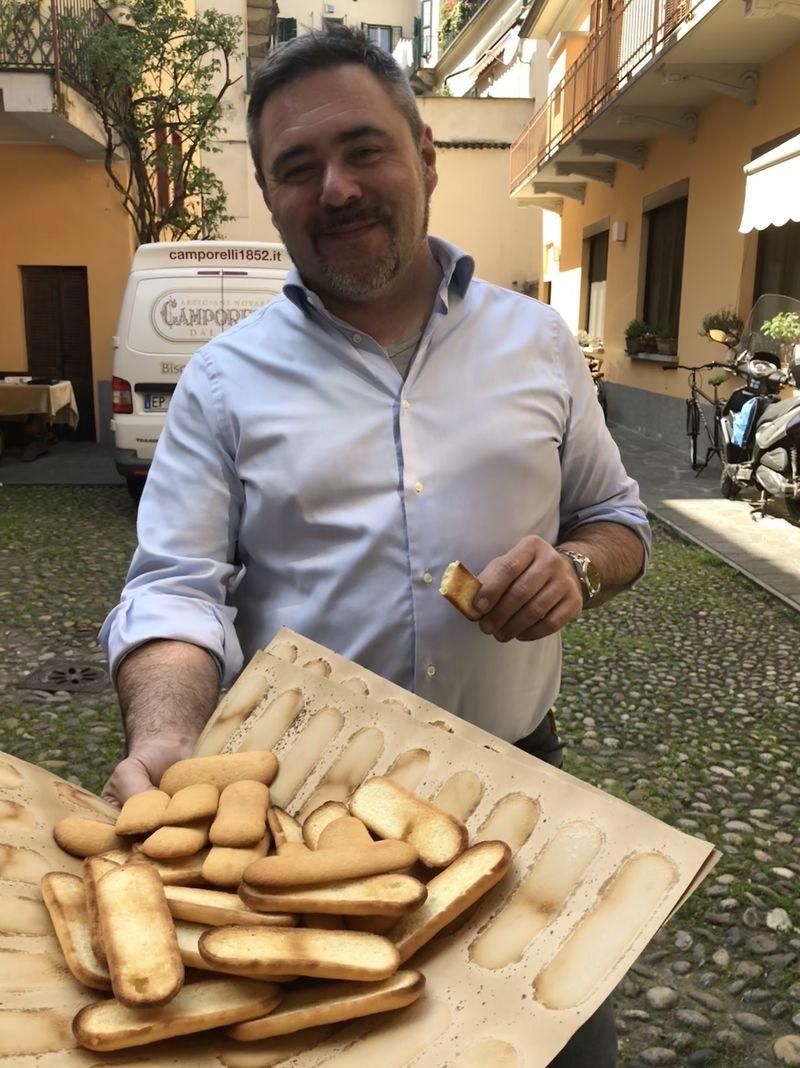 """Wäre er gern lieber etwas anderes als ein Feinbäcker? """"Nein"""", findet Ambrogio Fasola - und greift kräftig zu."""