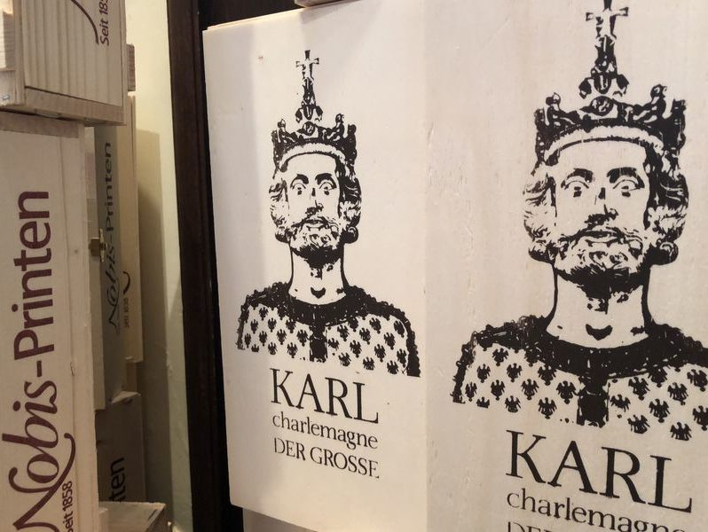Und immer wieder Karl der Große - oder Charlemagne. Kaum ein Ort in der Stadt, an dem der berühmte Deutsche nicht präsent wäre.
