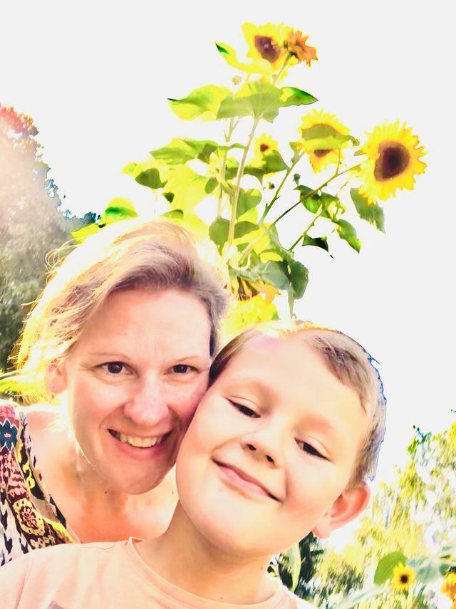 """Sonnenblume trifft auf sonniges Gemüt? In unserer """"Landfrische"""" hecken wir ständig neue Entdeckertouren aus. Manchmal sind wir aber auch einfach nur ganz faul und lassen die Seele baumeln ..."""