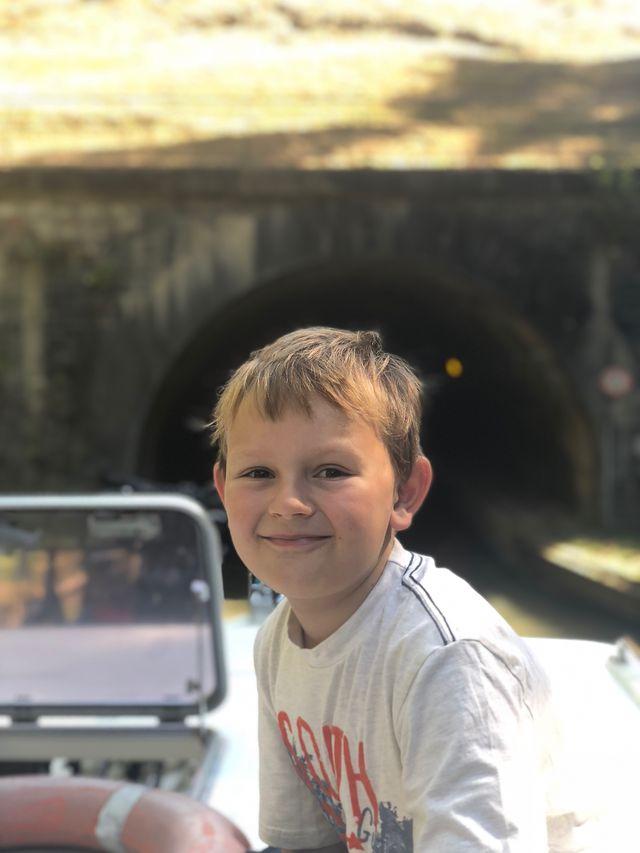"""""""Tunnel ahoi!"""" Die beiden Tunnel bei Niderviller waren eine willkommene Abwechslung, vor allem in der Hitze! In einem haben wir sogar Fledermäuse entdeckt."""