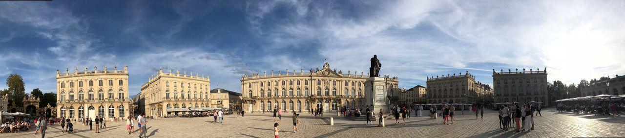 """Früher hieß der Platz, der Alt- und Neustadt Nancys verbinden sollte, """"Place Royale"""" zu Ehren von Ludwig XV. Nachdem dessen Statue im Zuge der Französischen Revolution weichen musste, wacht nun Stanislas persönlich über den von ihm in Auftrag gegebenen Platz."""