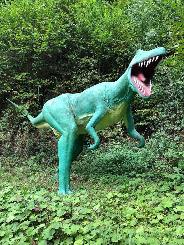 So ungefähr hat er ausgesehen, der Raubsaurier der Gattung Megalosaurus, der an dieser Stelle seine Fährte hinterlassen hat.