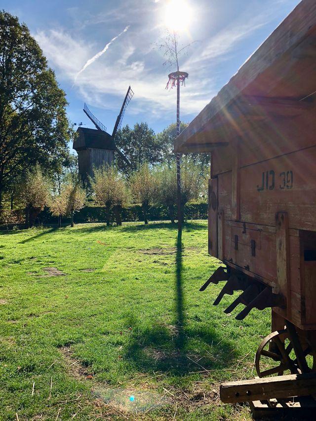 """Im Mühlenhof erhalten die Besucher einen Eindruck von der """"guten alten Zeit"""" - aber auch von der harten Arbeit und den Entbehrungen, denen die Menschen früher manchmal ausgesetzt waren."""
