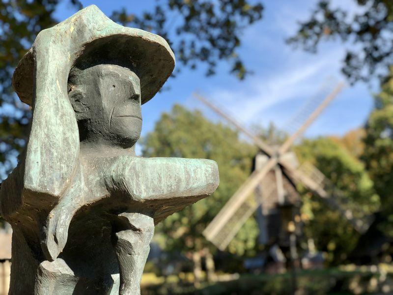 """Der """"Spökenkieker"""" ist eine Skulptur von Rudolf Breilmann."""