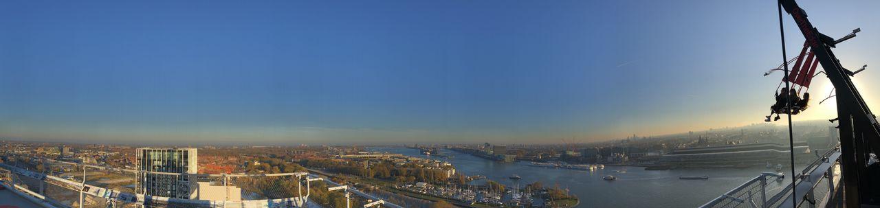 Von der Aussichtsplattform in 100 Metern Höhe aus bietet sich den Besuchern ein 360-Grad-Panorama-Blick über Amsterdam.
