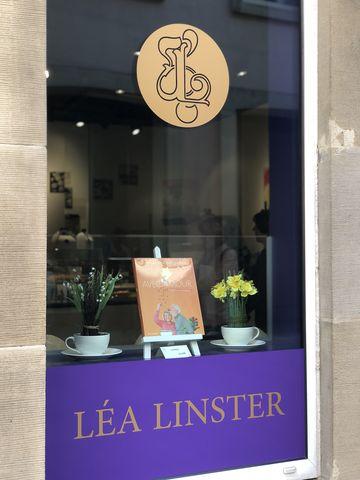 """Im Café an der """"Rue de l'Eau"""" gehen die berühmten Madeleines """"wie warme Semmeln"""" über die Ladentheke."""