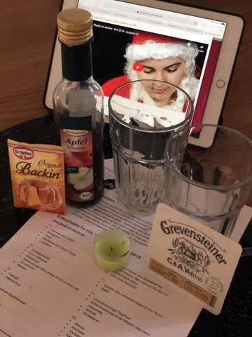 Jetzt ist der 1. Dezember da! Was brauchen wir für unseren Versuchsaufbau? Zwei Gefäße, ein Teelicht, einen Bierdeckel, Backpulver, Essig - und das Anleitung-Video.