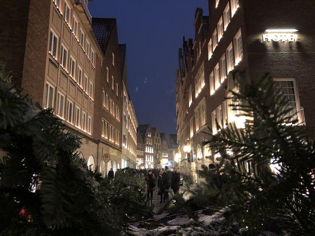 Die festliche Stimmung in der Stadt lockt jährlich tausende von Besuchern zu den Weihnachtsmärkten.