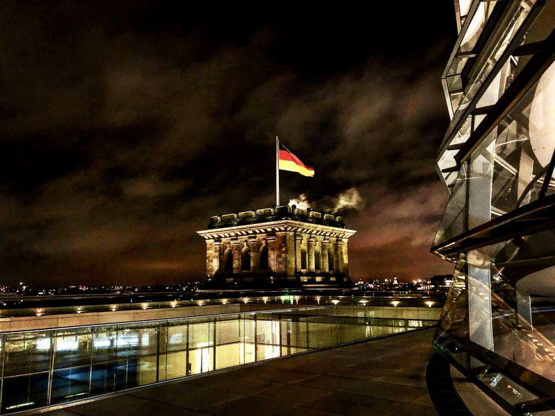 Willkommen im Reichstag! Oder besser gesagt: AUF dem Reichstag. Bei einem Besuch der Kuppel bieten sich spektakuläre Aussichten.