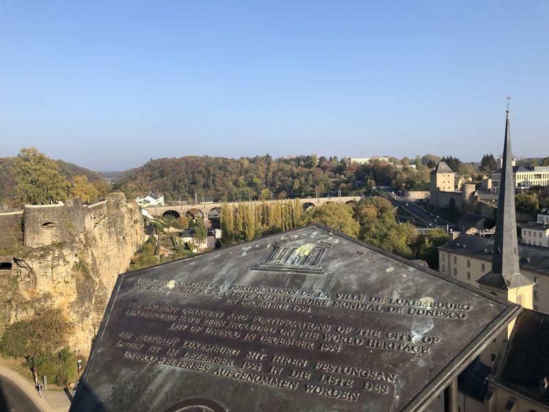 Luxemburg ist vielfältig: Banken, Stahlindustrie - aber eben auch historische Stadtmauern, die schon Goethe begeisterten.