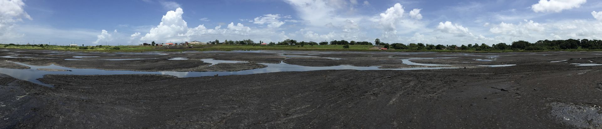 40 Hektar groß ist der Pitch Lake. An manchen Stellen ist er bis zu 100 Meter tief.