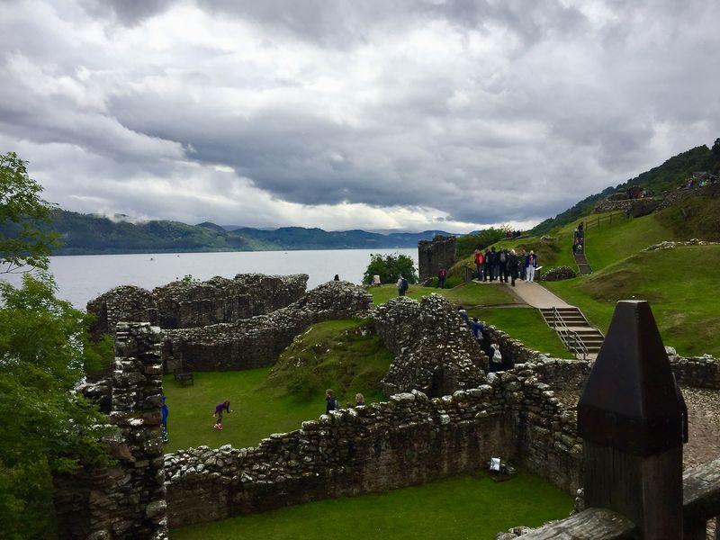 Ruinen und ein mystischer See. Wie Urquhart Castle wohl vor 600 Jahren noch ausgesehen haben mag? Damals war es die mächtigste Festung der Highlands.