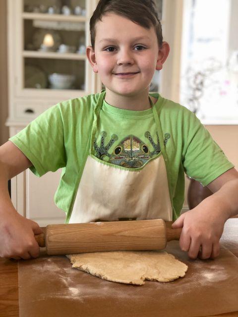 So macht Backen Spaß! Weil sie sehr einfach und schnell zuzubereiten sind, taugen Scones perfekt als Kinder-Rezept. Praktisch und lecker zugleich!