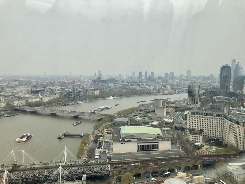 Themse, Skyline und dort hinten lässt isch auch noch die Kuppel der St. Paul's Kathedrale erahnen ...