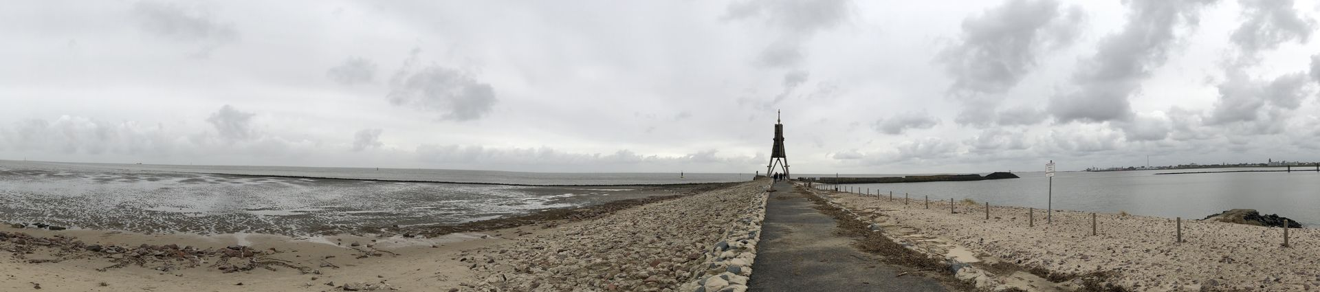 Viele Jahrzehnte dauerte der Kampf gegen die Nordsee - heute hat sich die Kugelbake ihren Standort am nördlichsten Punkt Niedersachsens erobert.