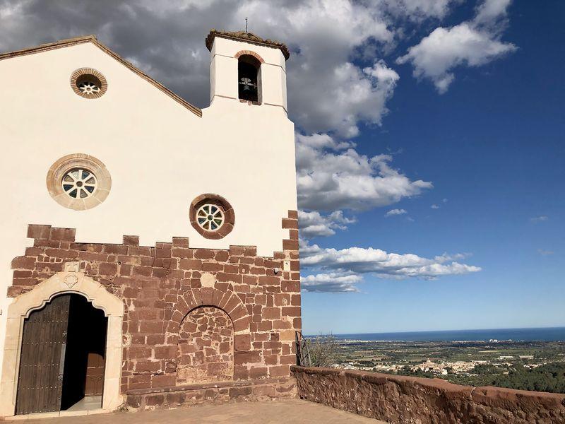 Die Einsiedelei Mare de Déu de la Roca ist eine Landmarke, die den Maler magisch anzog.