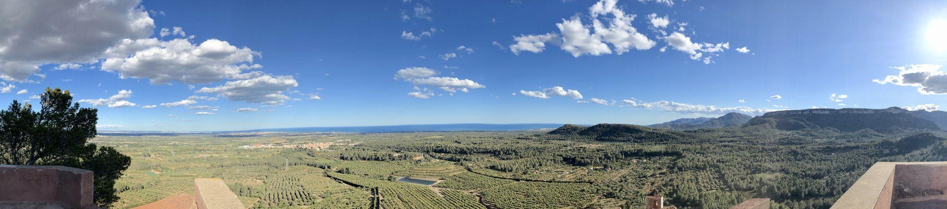 Der überwältigende Rundumblick vermittelt ein Gefühl für die Landschaft, die Miró so sehr liebte.
