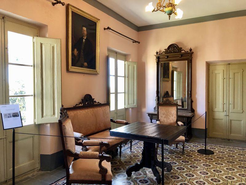 Was mögen das wohl für Tischgespräche gewesen sein, als Joan Miró und sein Freund Ernste Hemingway in diesem Salon speisten?
