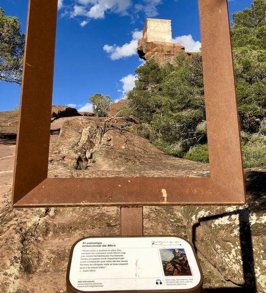 Rahmen markieren die Orte, an denen Joan Miró seine Staffelei aufstellte, um die Landschaft in Szene zu setzen.