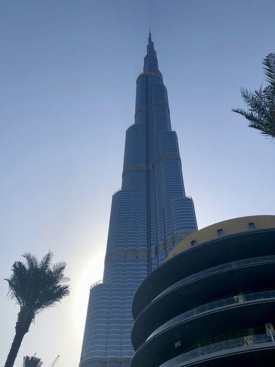Der Burj Khalifa überragt alle: Mit 828 Metern höhe ist er das höchste Gebäude der Welt.