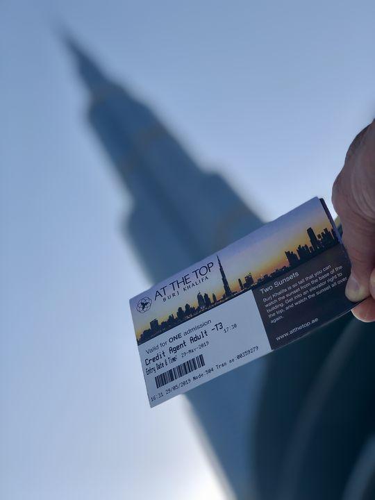"""Zwei Aussichtsplattformen gibt es: """"At the Top"""" mit 360-Grad-Rundum-Blick auf der 124./125. Etage und auf der 148. Etage die etwas exklusivere Version """"At the Top, Burj Khalifa SKY""""."""