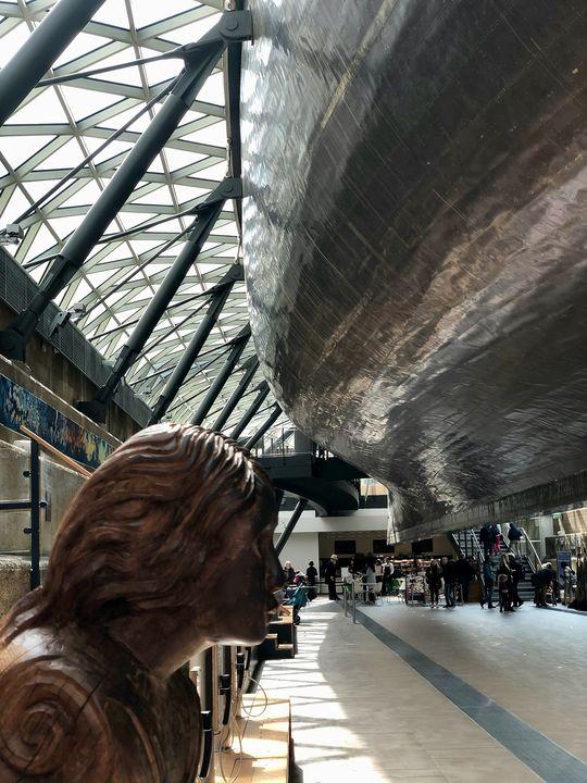 """Das Museum ist so angelegt, dass man in dem ehemaligen Trockendeck unter der """"Cutty Sark"""" hindurchwandern kann!"""