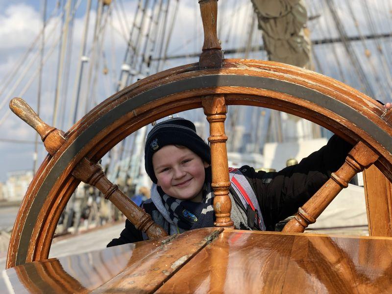 Wo sind die Abenteurer?!? Der Steuermann muss aber ganz schön Kraft gehabt haben, wenn er das Schiff bei Sturm auf Kurs halten wollte!