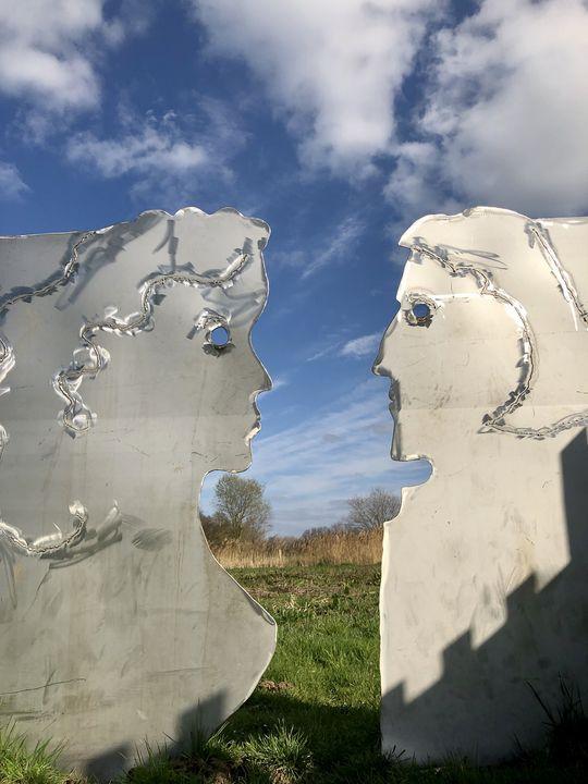 Ob diese Skulpturen wohl die Müllerstochter Else und ihren Prinzen zeigen?
