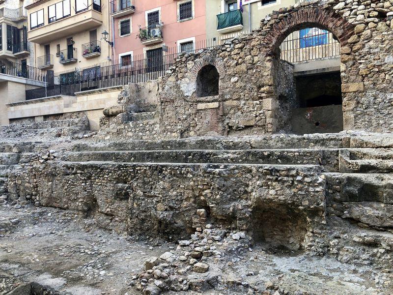 Einmal bitte die Augen schließen und die Fantasie einschalten: Diese Trümmer sind Überbleibsel der einst stolzen Wagenrennbahn von Tarragona.