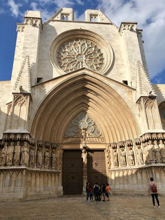 Am höchsten Punkt der Stadt thronte früher der Augustus-Tempel. Heute findet sich dort die Kathedrale.