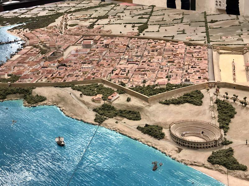 Die Modelle im Museum zeigen sehr gut, wie Tarragona als römische Stadt angelegt war. Das Amphitheater lag etwas außerhalb der Kernstadt.