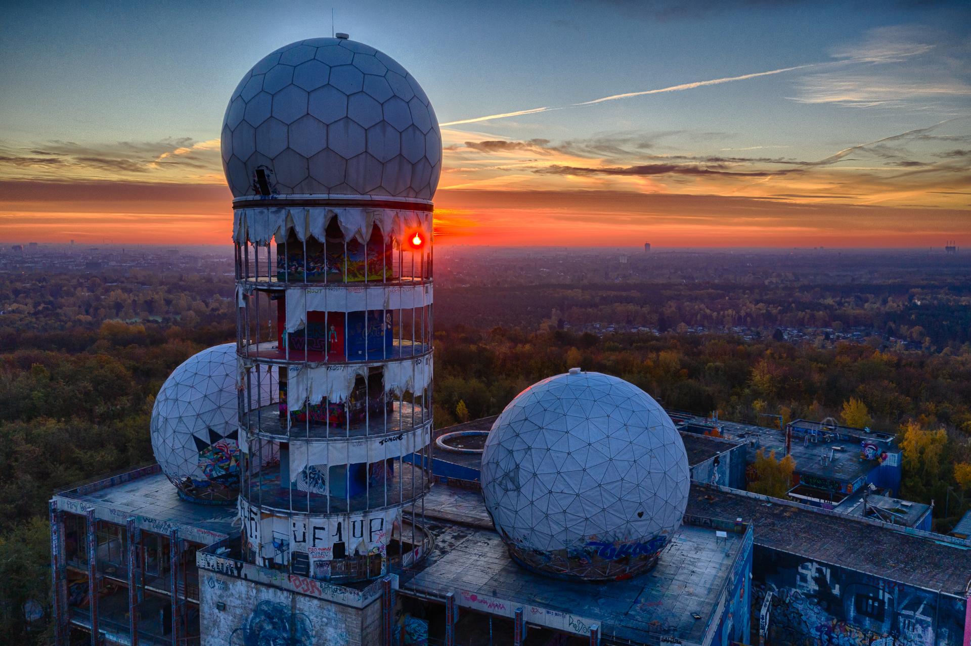 """Für uns der """"best view"""" der Stadt! Vom Teufelsberg aus haben Besucher einen 360-Grad-Rundum-Blick auf Berlin und Brandenburg. Ab Sommer 2020 soll der höchste der Stahlbetontürme wieder zugänglich sein."""