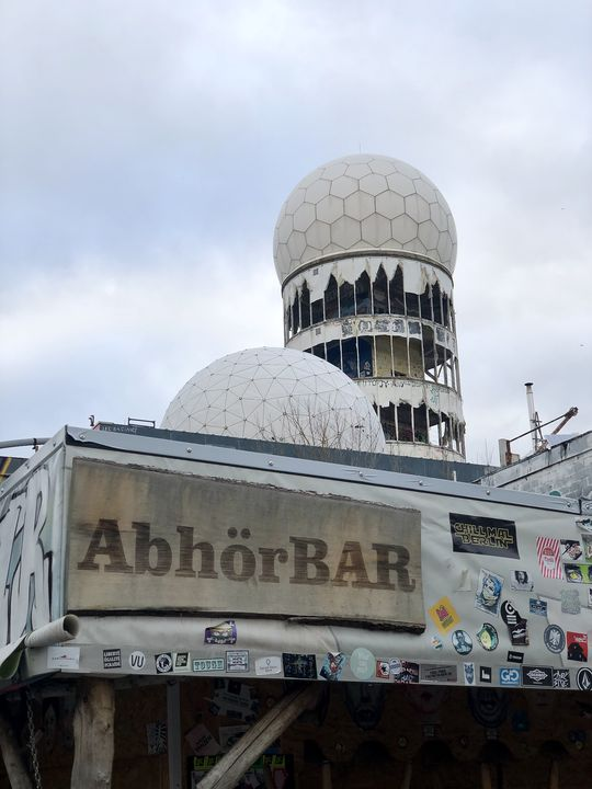 Die Abhörstation auf dem Teufelsberg aus der Zeit des Kalten Krieges mit ihren markanten Radomen ist legendär.