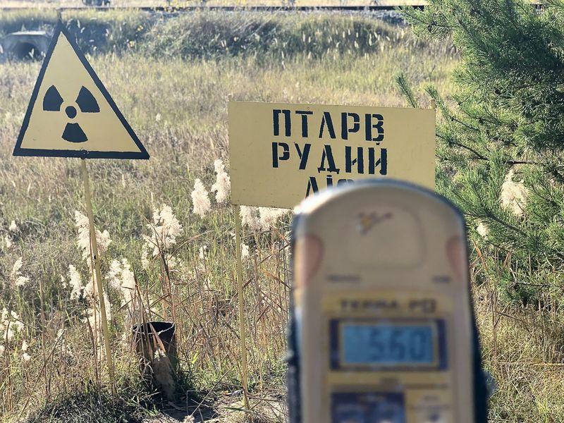 Besuch in Tschernobyl:Die besonders stark strahlenden Hotspots sind extra gekennzeichnet. Hier sollten sich Besucher nicht lange aufhalten, wie das Messgerät zeigt.