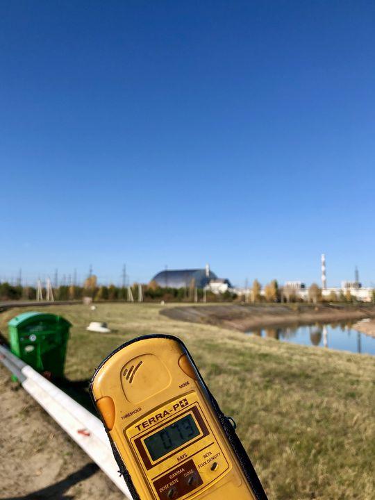 In der 30-Kilometer-Zone rund um Tschernobyl differieren die Strahlenwerte sehr stark. In Sichtweite zum Reaktor steigen sie an.