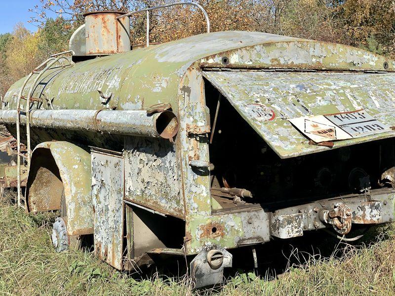 Besuch in Tschernobyl:Zahlreiche Fahrzeuge, die während der Evakuierung und der anschließenden Säuberungsaktionen im Einsatz waren, sind in der Zone geblieben.