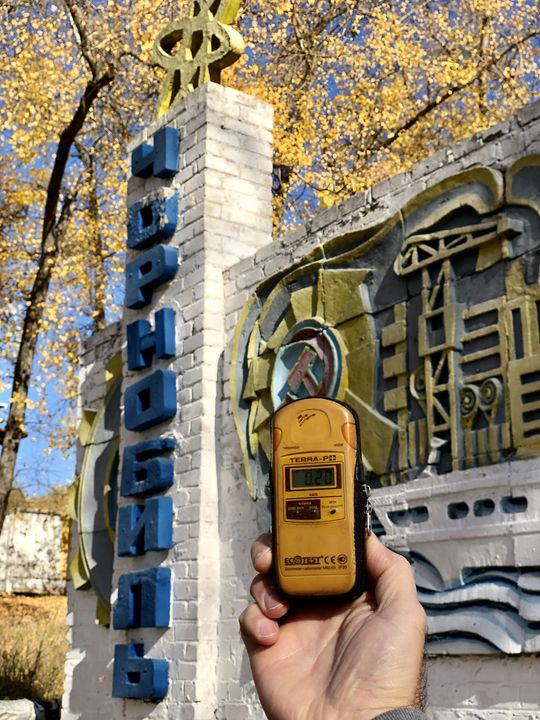 Am Ortseingang von Tschernobyl beginnt das Dosimeter zu piepsen.