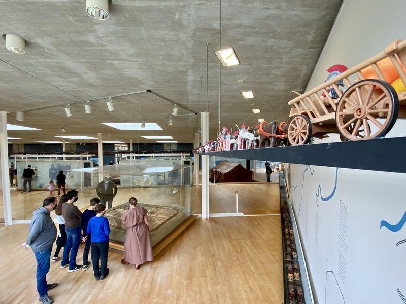 """Seht Ihr die Playmobilfiguren oben? Sie stammen aus der """"Sendung mit der Maus""""! 15.000 Legionäre samt Tross marschieren im Römermuseum Haltern Richtung Teutoburger Wald - und nur wenige werden aus der Varusschlacht lebendig herauskommen."""