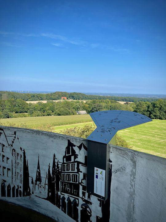 Von oben genießen die Besucher eine weite Sicht: Auf der einen Seite bis zur Stadt Münster - auf der anderen bis zum Nachbarn Holland.