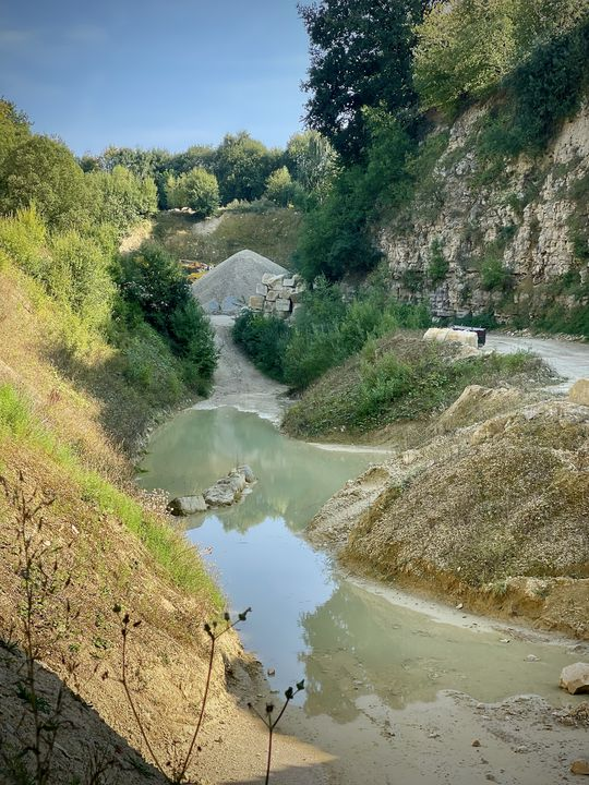 Der Ort, an dem der Sandstein gefördert wird, präsentiert sich idyllisch.