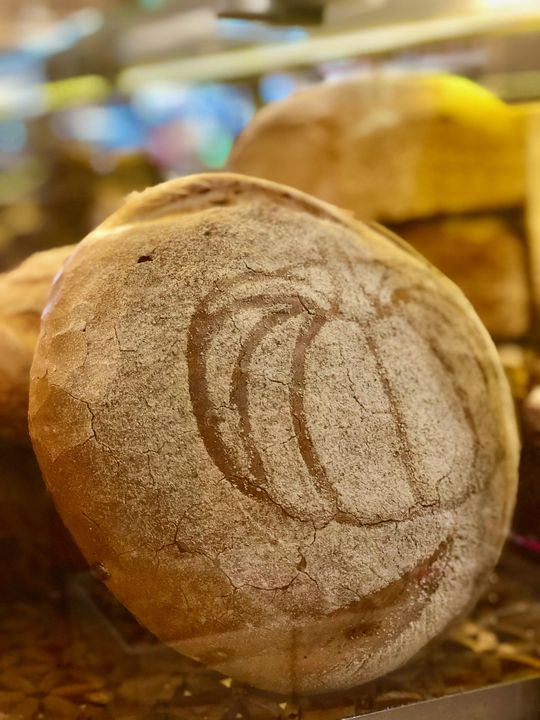 Schilder überflüssig: Dieses Brot beinhaltet eindeutig Kürbis.