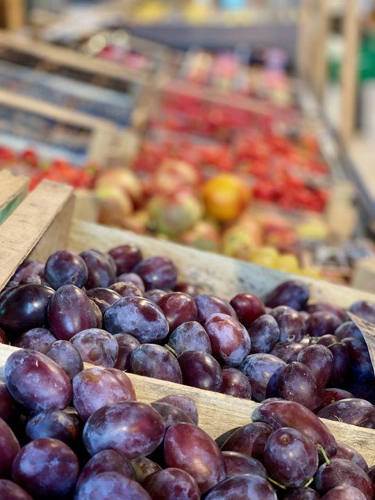 Das Obst und Gemüse aus eigenem Anbau ist ein Kundenmagnet.