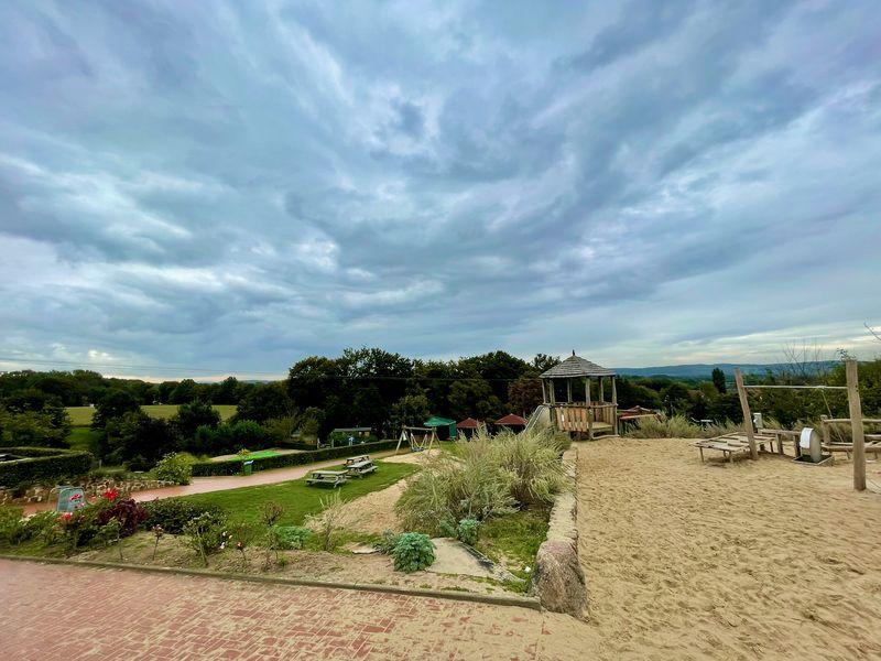 Ein weiteres Highlight: der Erlebnis-Spielplatz. Jetzt im Herbst schließt sich außerdem ein Maislabyrinth an.h Germanien vordringen. Denn das fehlte Kaiser Augustus noch!